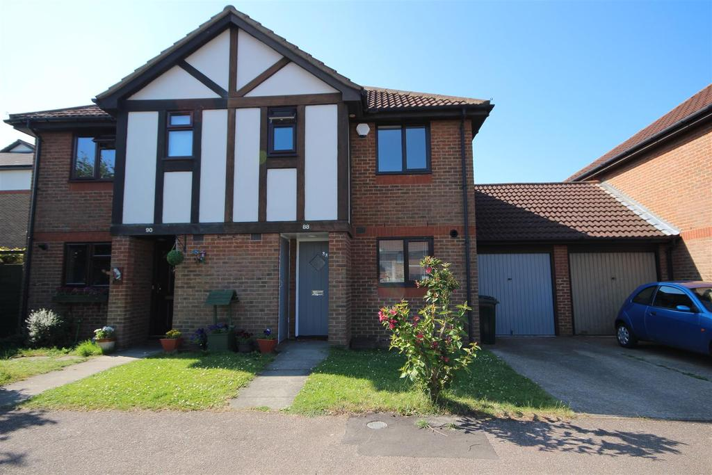 2 Bedrooms Semi Detached House for sale in Louvain Road, Greenhithe