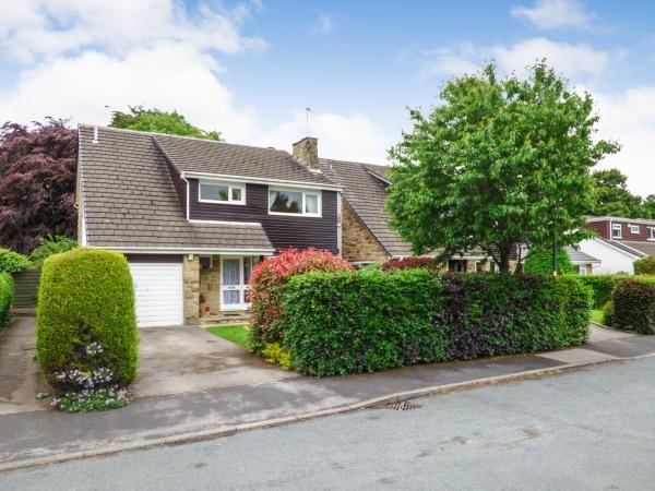 4 Bedrooms Detached House for sale in 21 Walker Close, Glusburn BD20 8PW