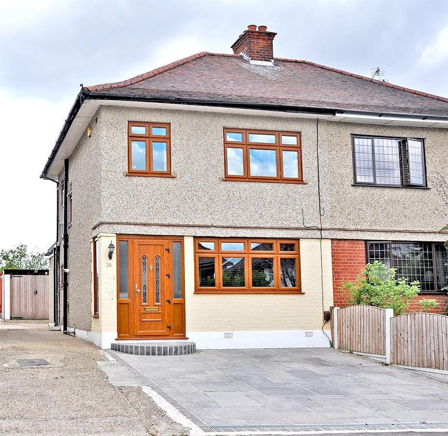 3 Bedrooms Semi Detached House for sale in COLLIER ROW RM5