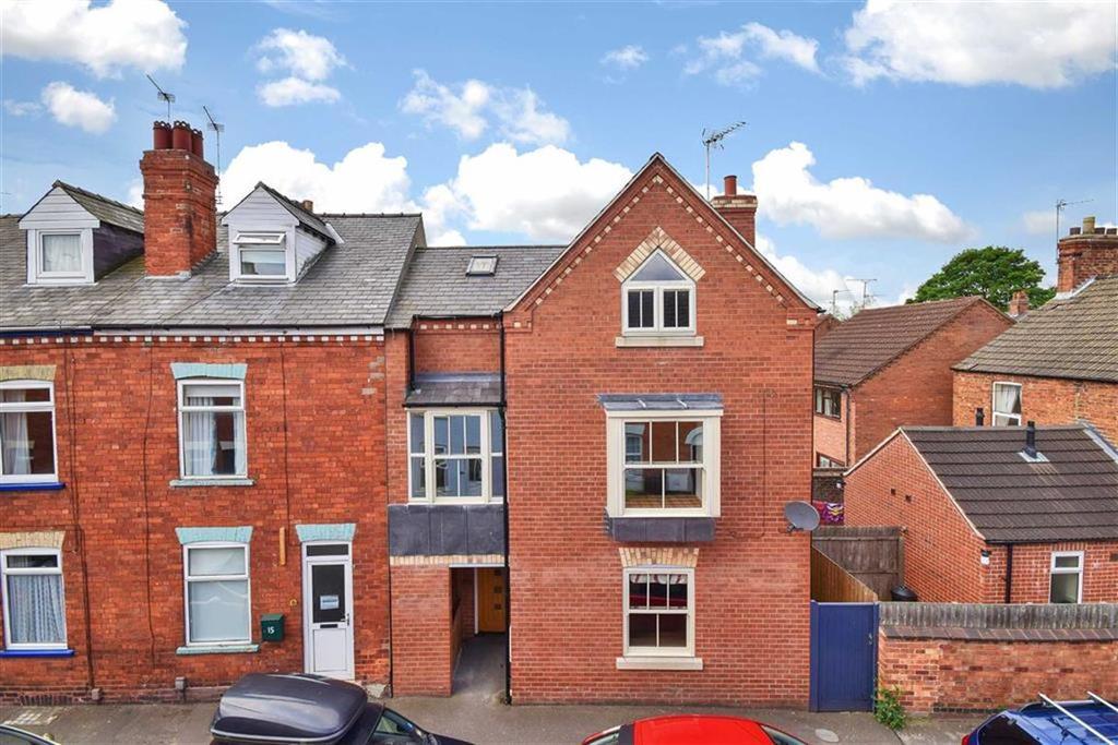 2 Bedrooms Semi Detached House for sale in Hereward Street, Lincoln, Lincolnshire