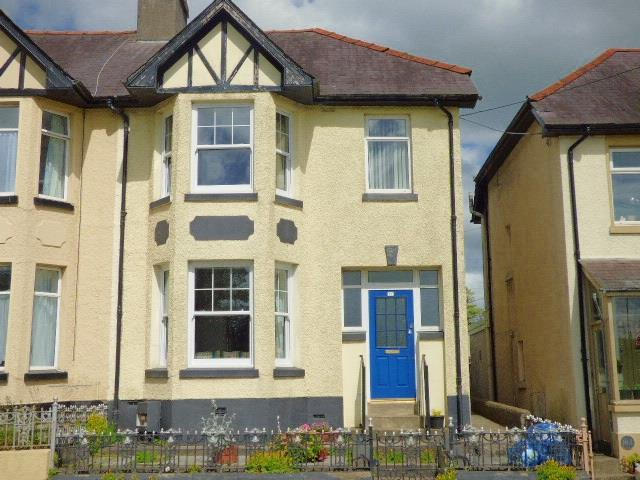 3 Bedrooms Semi Detached House for sale in Morfa Lane, Carmarthen