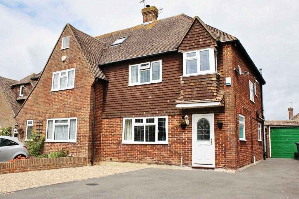 3 Bedrooms Semi Detached House for sale in Harebearing Drive, Hailsham BN27