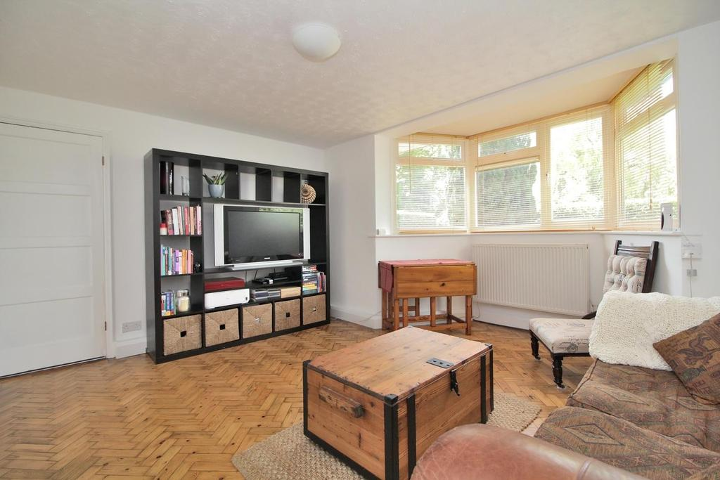 1 Bedroom Ground Flat for sale in Fox Crescent, Chelmsford, Essex, CM1