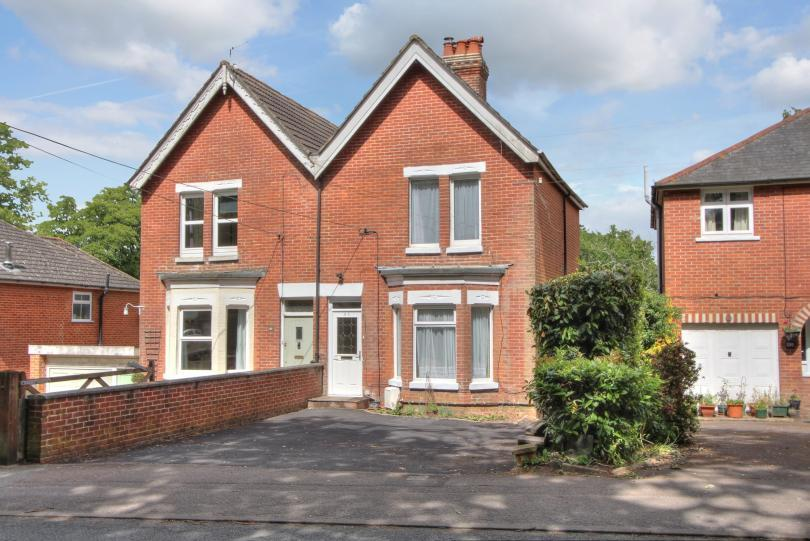 4 Bedrooms Semi Detached House for sale in Hursley Road, Chandlers Ford