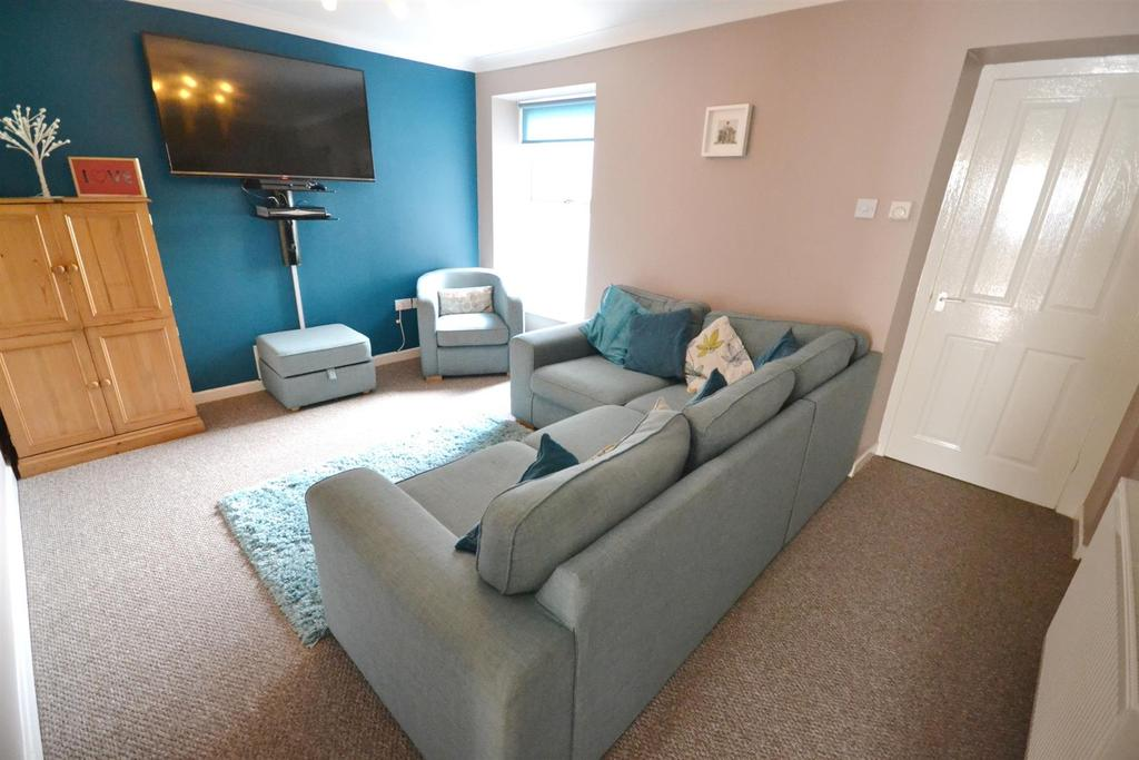 3 Bedrooms Terraced House for sale in Market Street, Pembroke Dock