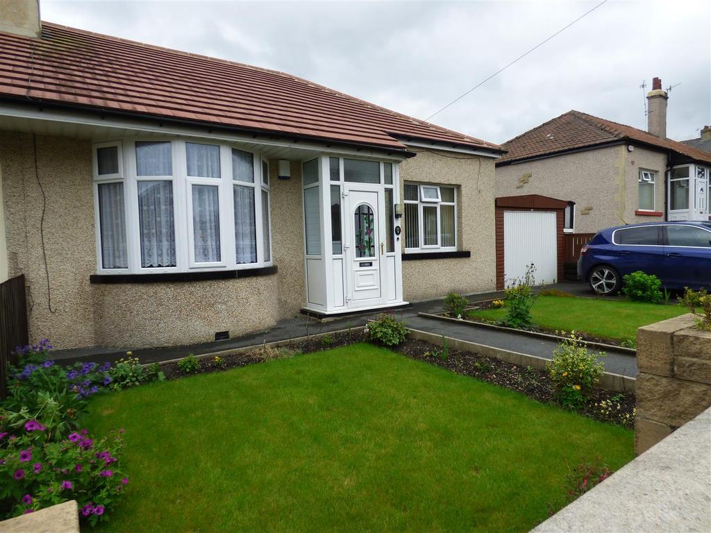 2 Bedrooms Detached Bungalow for sale in Hawes Grove, Bankfoot, Bradford, BD5 9AN