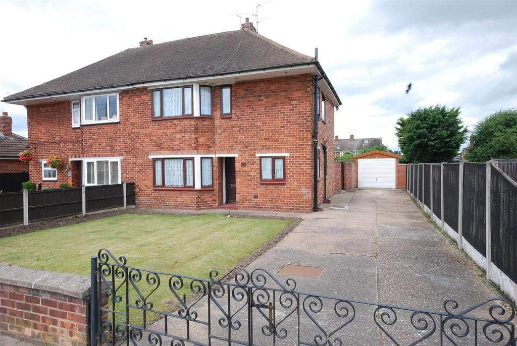 3 Bedrooms Semi Detached House for sale in Windsor Avenue, Newark