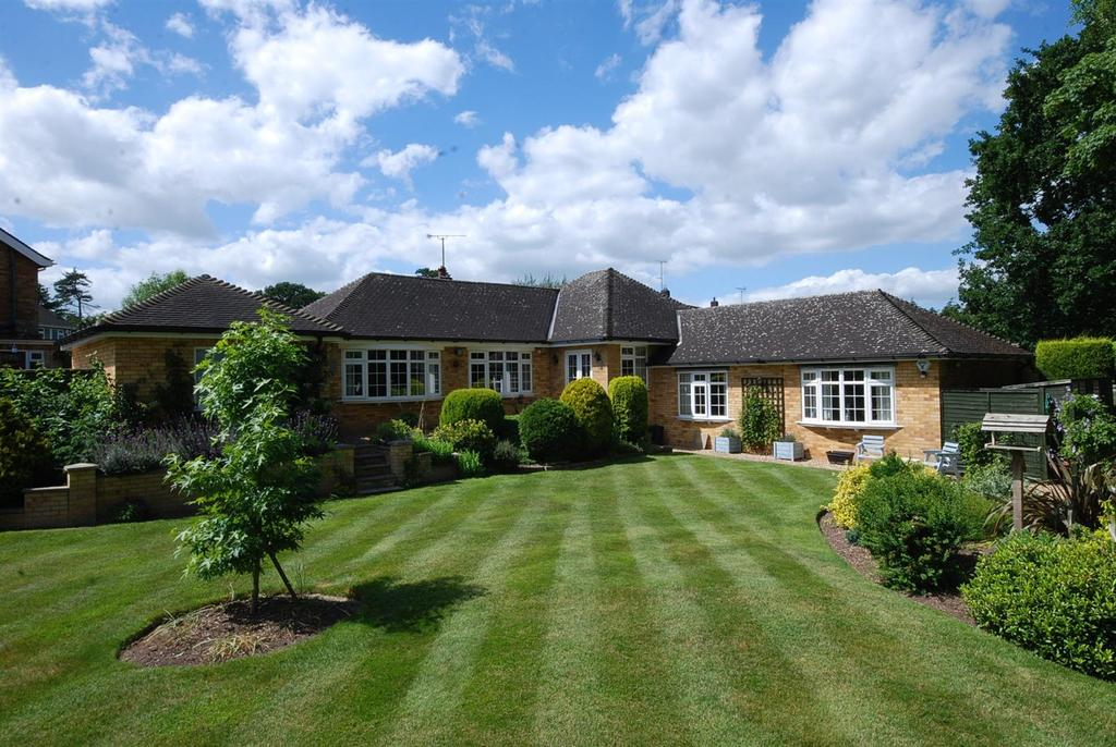 4 Bedrooms Detached Bungalow for sale in The Spinney, Winthorpe, Newark