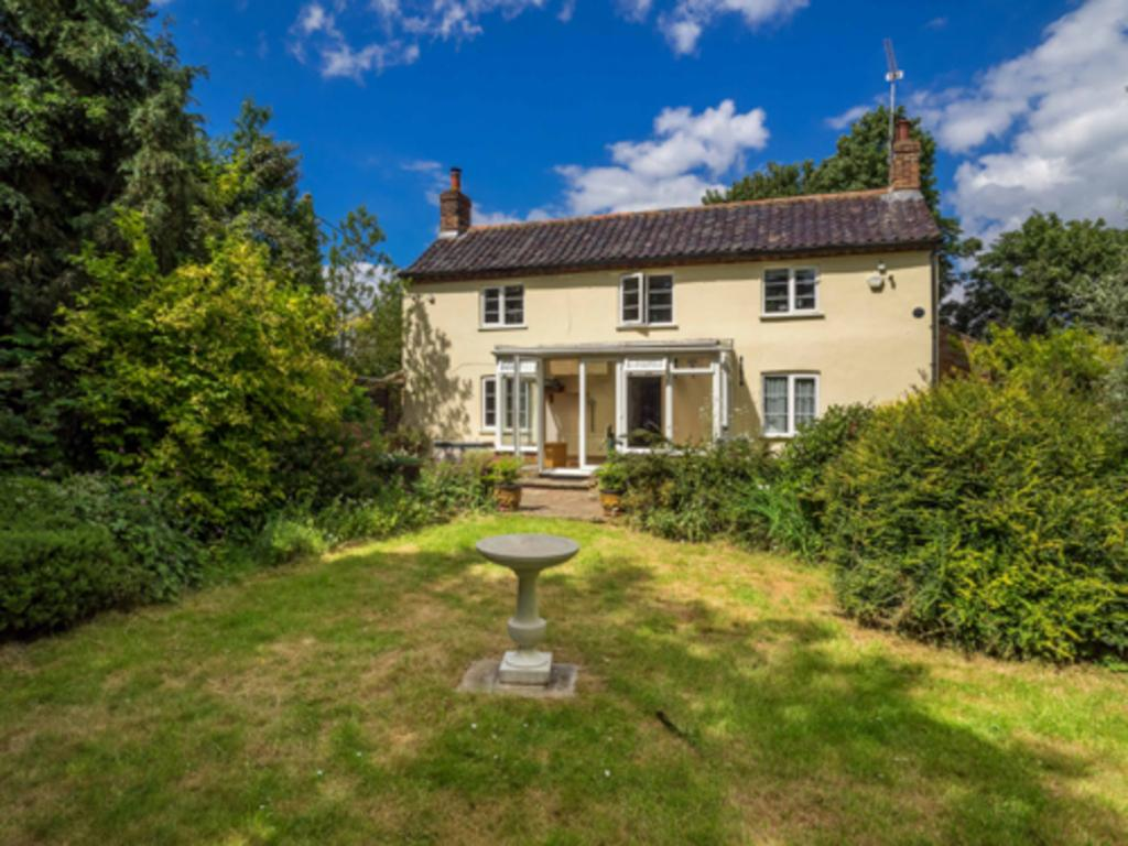 3 Bedrooms Detached House for sale in White Horse Common