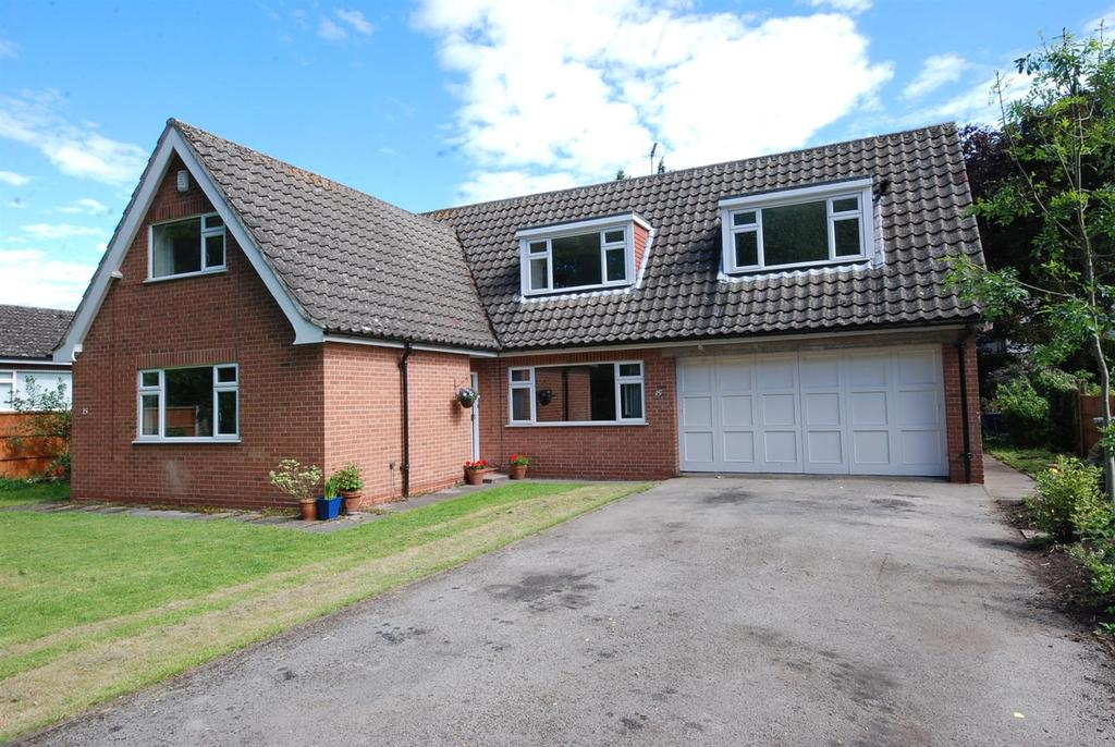 5 Bedrooms Detached Bungalow for sale in The Spinney, Elston, Newark