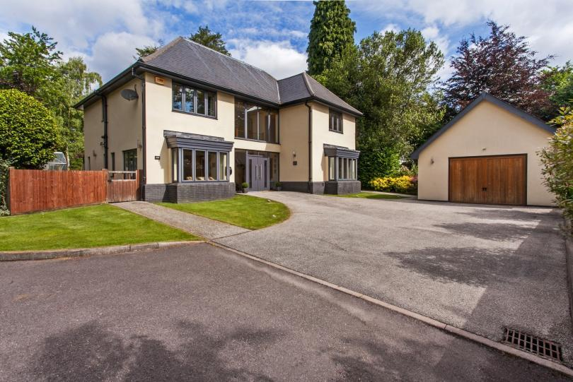 4 Bedrooms Detached House for sale in Winchester Road, Hiltingbury, Chandlers Ford