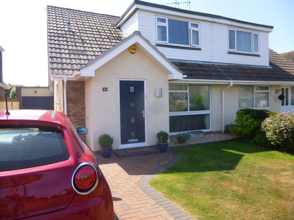 3 Bedrooms Semi Detached Bungalow for sale in Longacre Drive, Porthcawl CF36