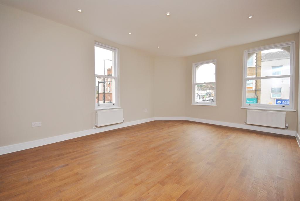 1 Bedroom Flat for sale in White Hart Road Plumstead SE18