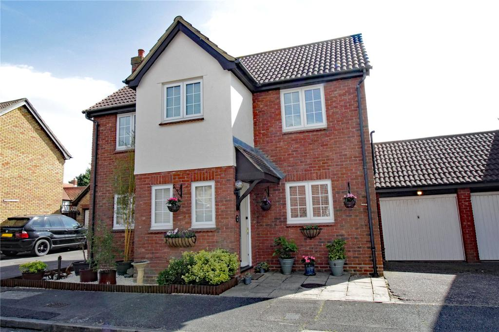4 Bedrooms Detached House for sale in Cavendish Way, Noak Mead, Basildon, Essex, SS15