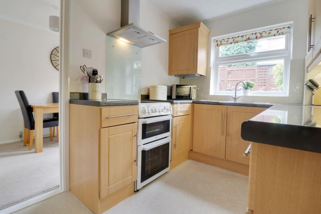 3 Bedrooms Terraced House for sale in Polperro Close, Orpington