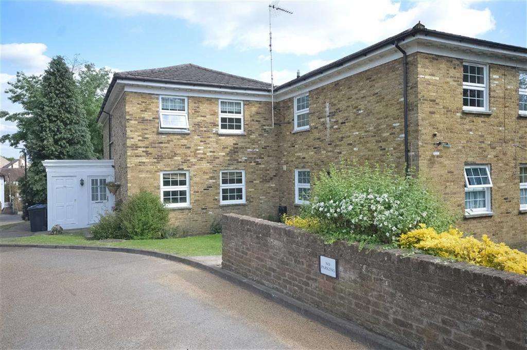 2 Bedrooms Maisonette Flat for sale in Thunder Court, Ware, Hertfordshire, SG12