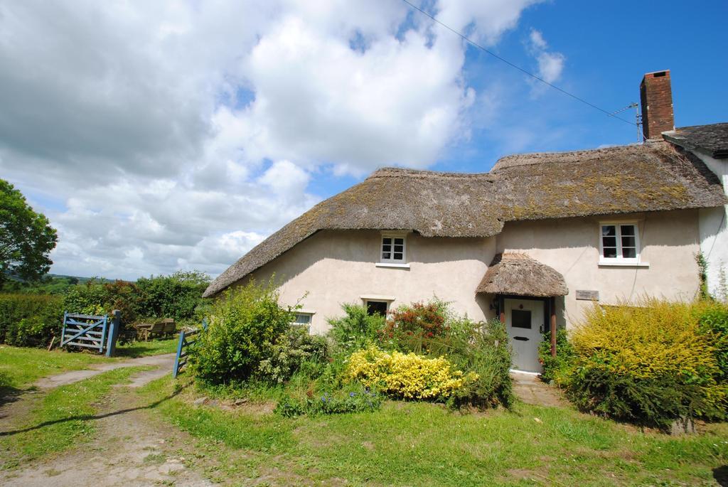 2 Bedrooms Semi Detached House for sale in Deason Cottages, Chittlehamholt