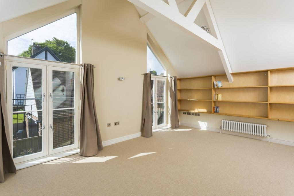 4 Bedrooms Detached House for sale in Old Road, Elham, CT4