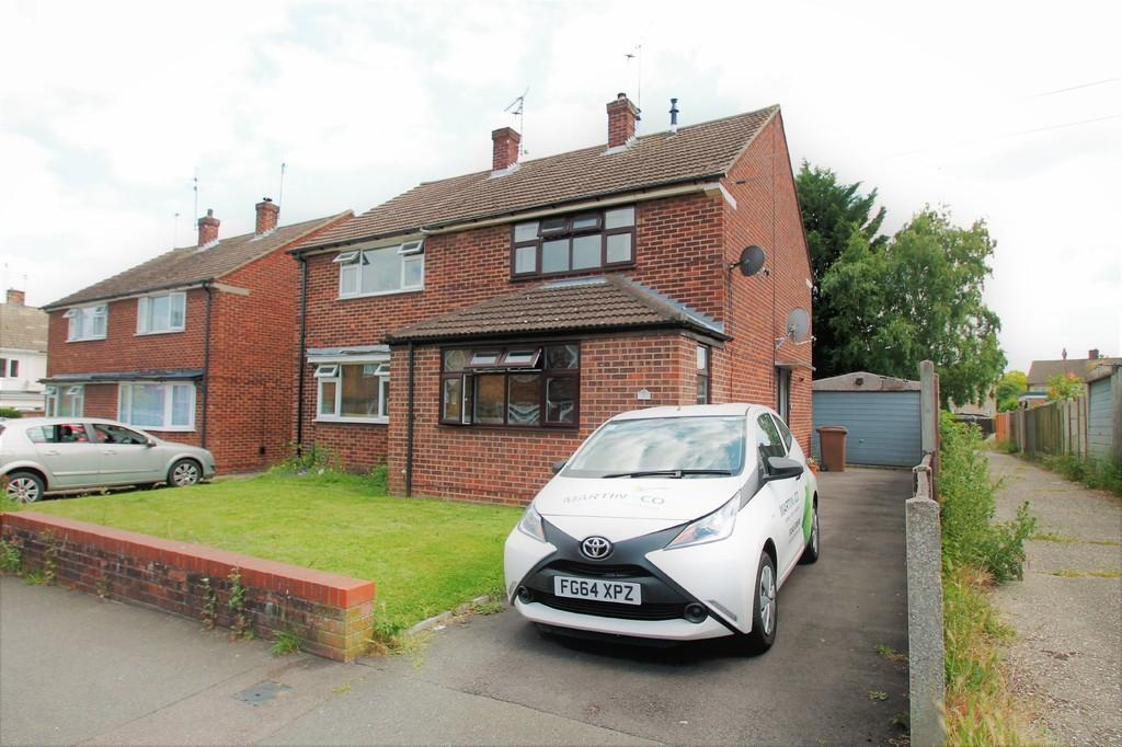 3 Bedrooms Semi Detached House for sale in St Anthonys Drive, Chelmsford