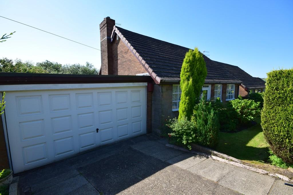 4 Bedrooms Detached Bungalow for sale in Tonacliffe Road, Whitworth