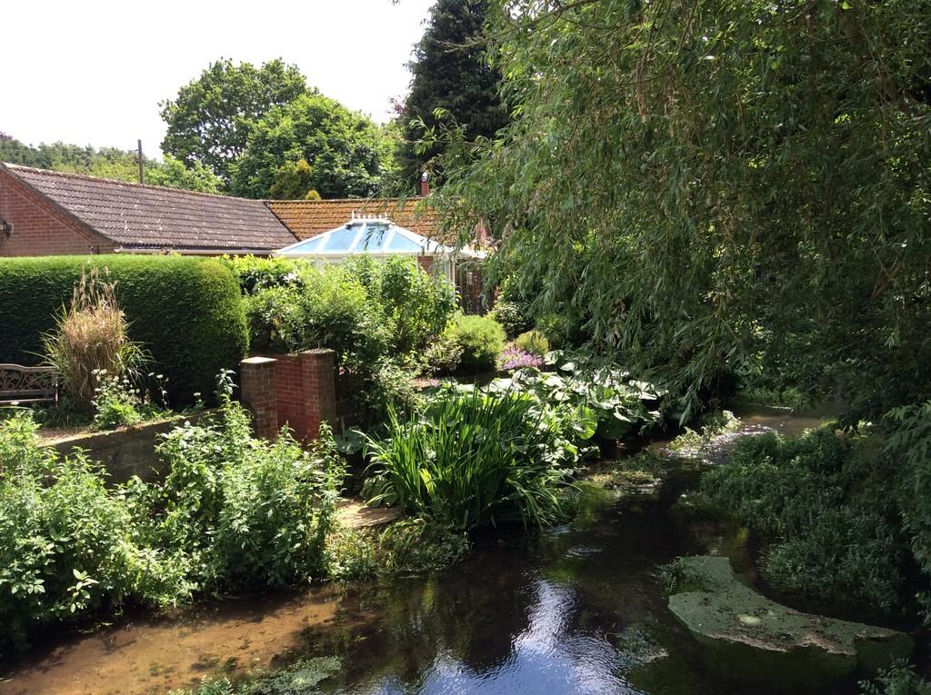 2 Bedrooms Detached Bungalow for sale in Saxthorpe