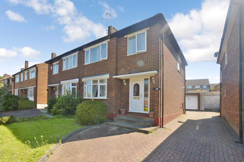 3 Bedrooms Semi Detached House for sale in Pennine Avenue, Luton, LU3 3EH