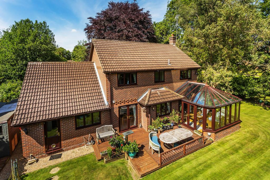 4 Bedrooms Detached House for sale in St. Faith Close, FOUR MARKS, Hampshire
