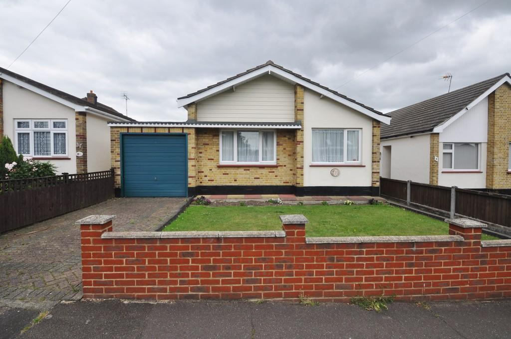 2 Bedrooms Detached Bungalow for sale in Villiers Way, Thundersley