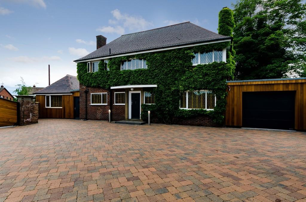 4 Bedrooms Detached House for sale in Sutton Lane, Byram, Knottingley