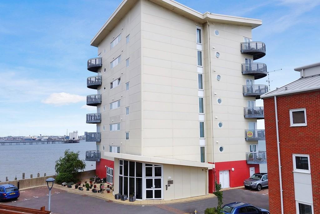1 Bedroom Ground Flat for sale in Davidson Close, Hythe