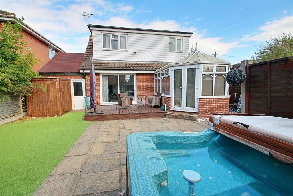 5 Bedrooms Detached House for sale in Canvey Island