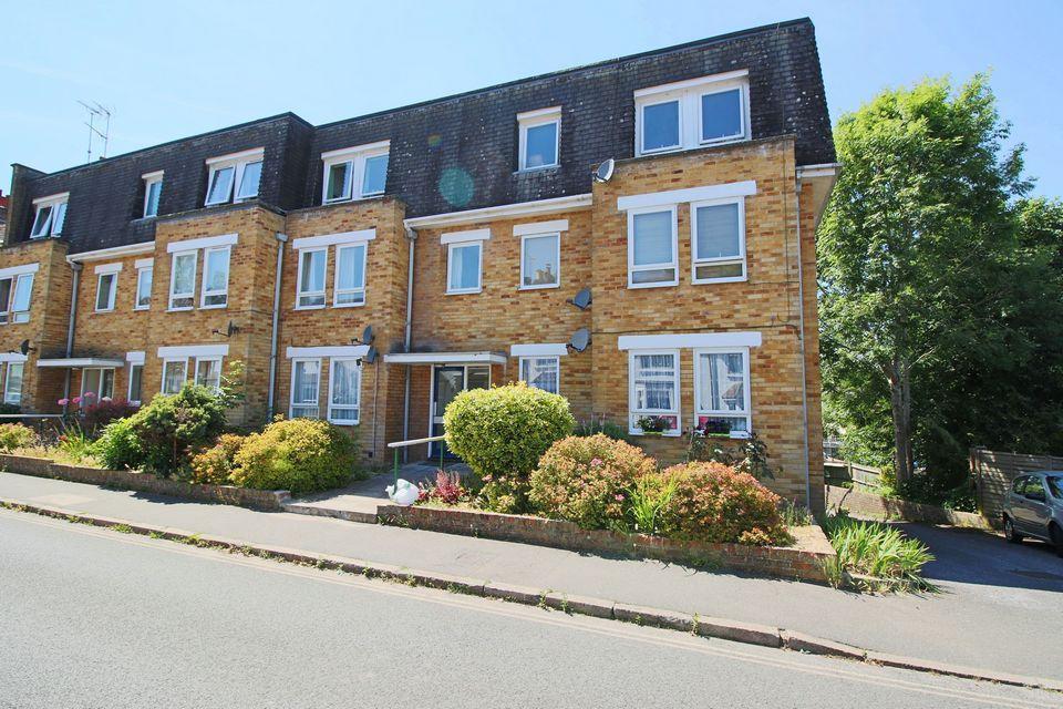 2 Bedrooms Flat for sale in Heron Tye, Parklands Road, Hassocks, West Sussex, BN6 8JU