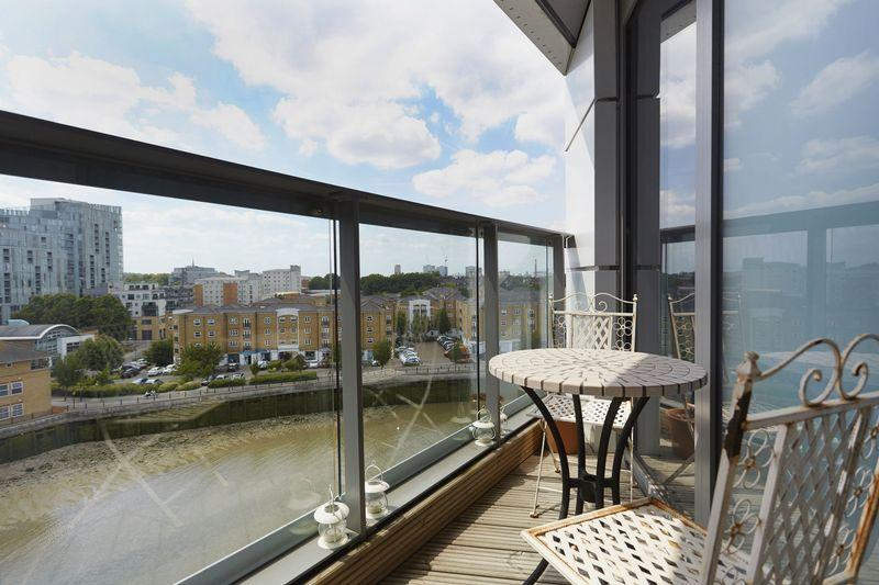 2 Bedrooms Apartment Flat for sale in Dowells Street, Greenwich, SE10