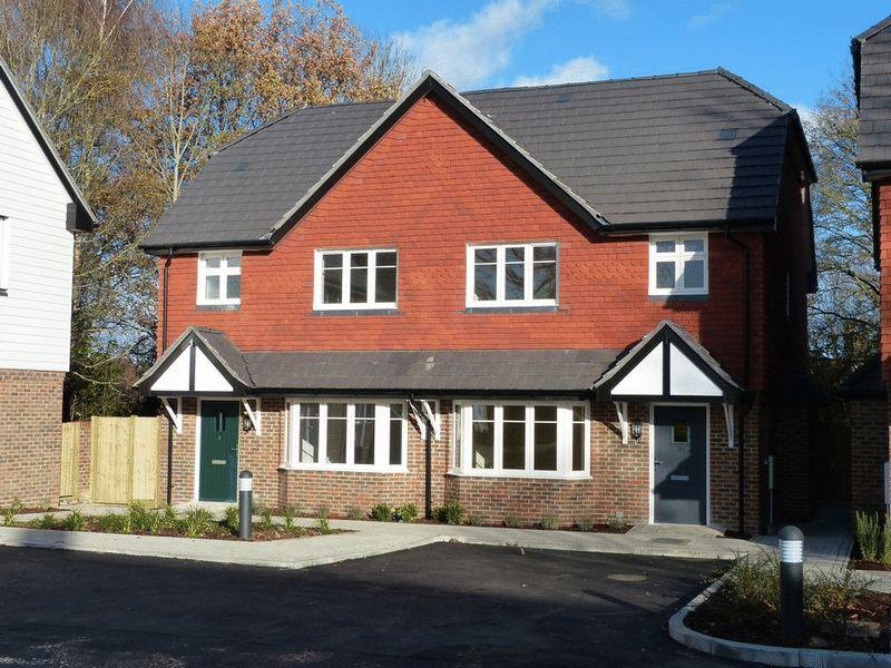 3 Bedrooms Semi Detached House for sale in Dr Hopes Road, Cranbrook