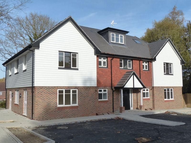 2 Bedrooms Apartment Flat for sale in Dr Hopes Road, Cranbrook