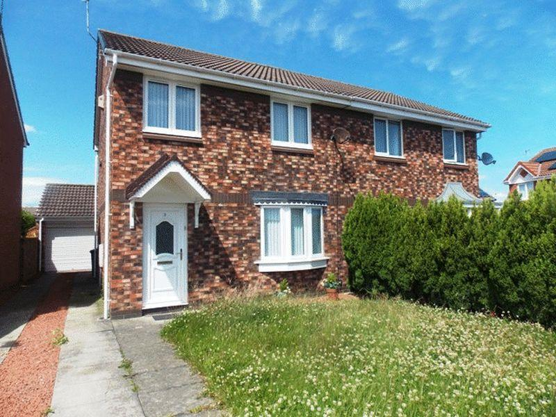 3 Bedrooms Semi Detached House for sale in Garasdale Close, South Beach, Blyth
