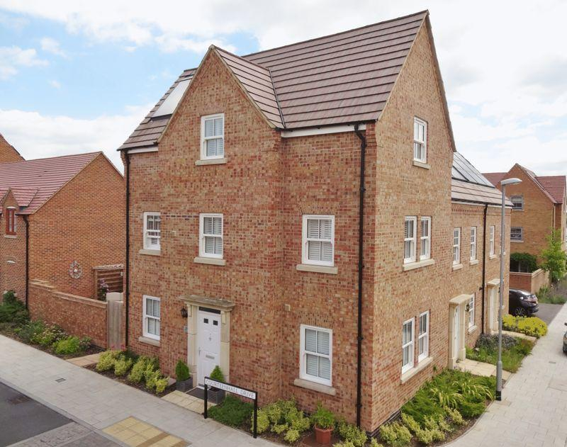 4 Bedrooms Town House for sale in Courteenhall Drive, Priors Hall Park,