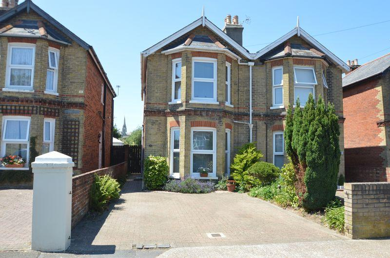 3 Bedrooms Semi Detached House for sale in RYDE