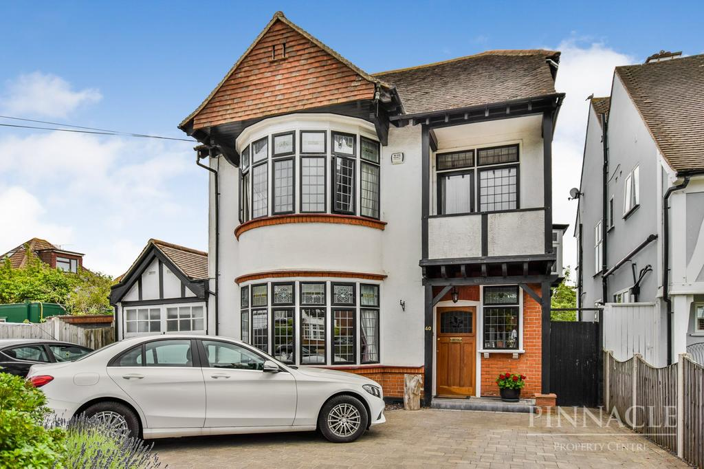 5 Bedrooms Detached House for sale in Imperial Avenue, Chalkwell, Westcliff On Sea