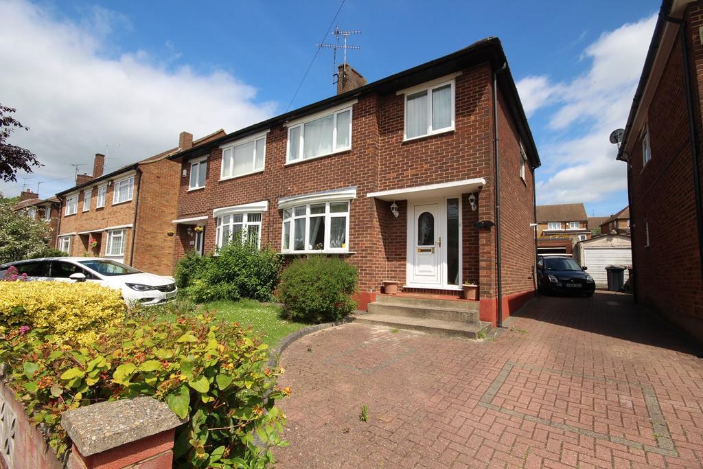 3 Bedrooms Semi Detached House for sale in Pennine Avenue, Sundon Park, Luton, LU3