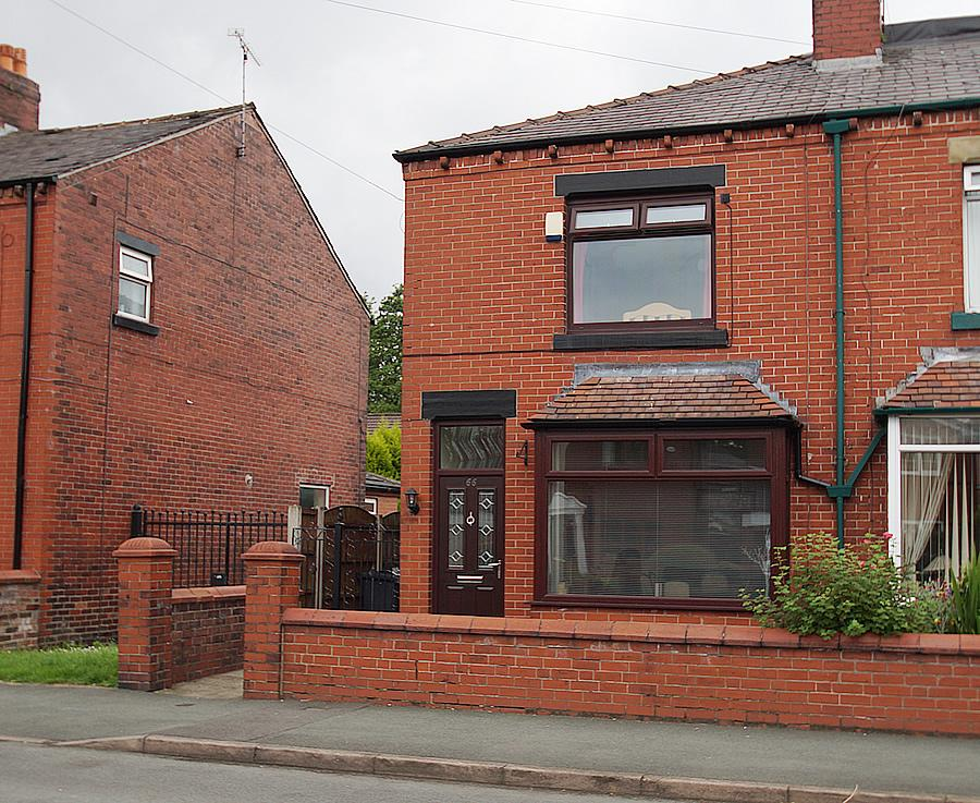 2 Bedrooms End Of Terrace House for sale in Spring Lane, Lees OL4