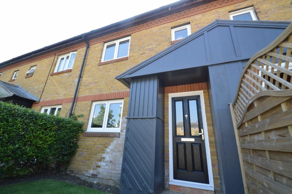 3 Bedrooms Terraced House for sale in Temple Close, London SE28