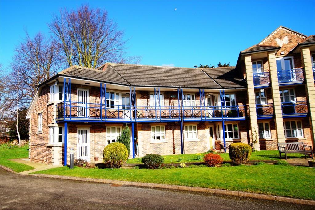 2 Bedrooms Flat for sale in Avenue Court Westgate Bridlington