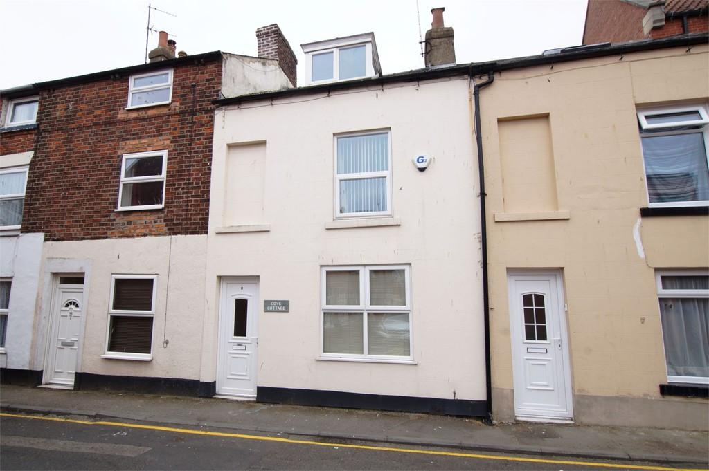 3 Bedrooms Terraced House for sale in Swan Hill Road Scarborough