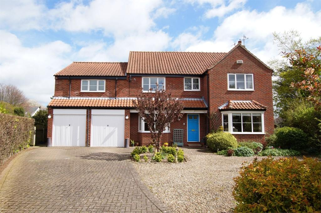 5 Bedrooms Detached House for sale in West Acres Close West Ayton Scarborough
