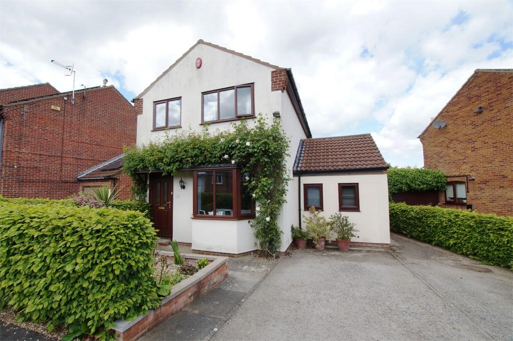 3 Bedrooms Detached House for sale in Hovingham Drive Scarborough