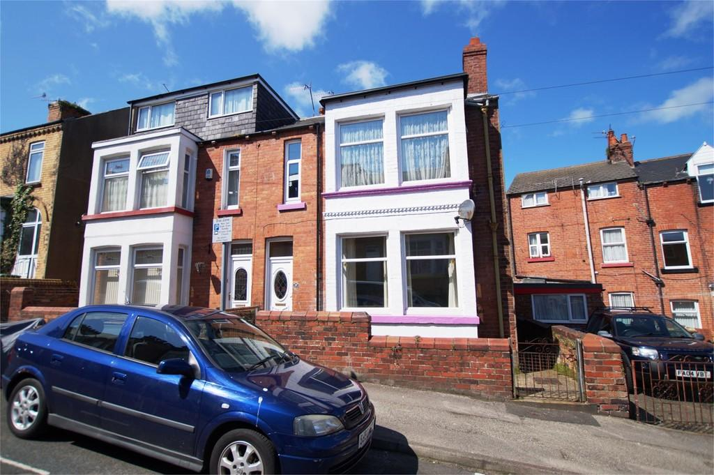 3 Bedrooms Semi Detached House for sale in Langdale Road Scarborough