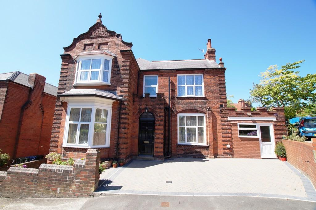 4 Bedrooms Detached House for sale in Alexandra Park Scarborough
