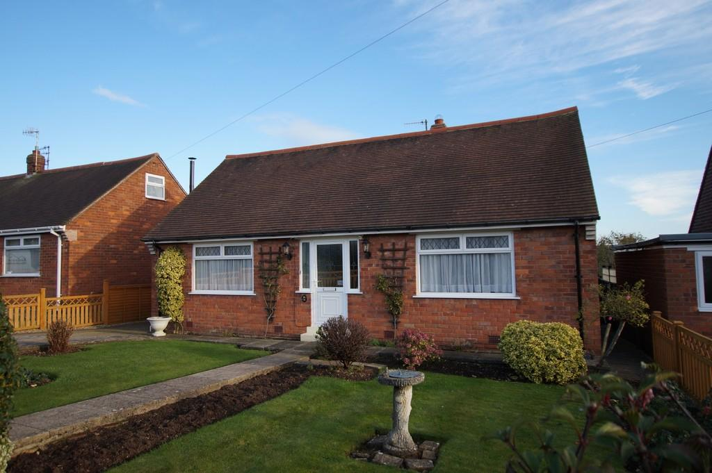2 Bedrooms Detached Bungalow for sale in Brierley Road Crossgates Scarborough