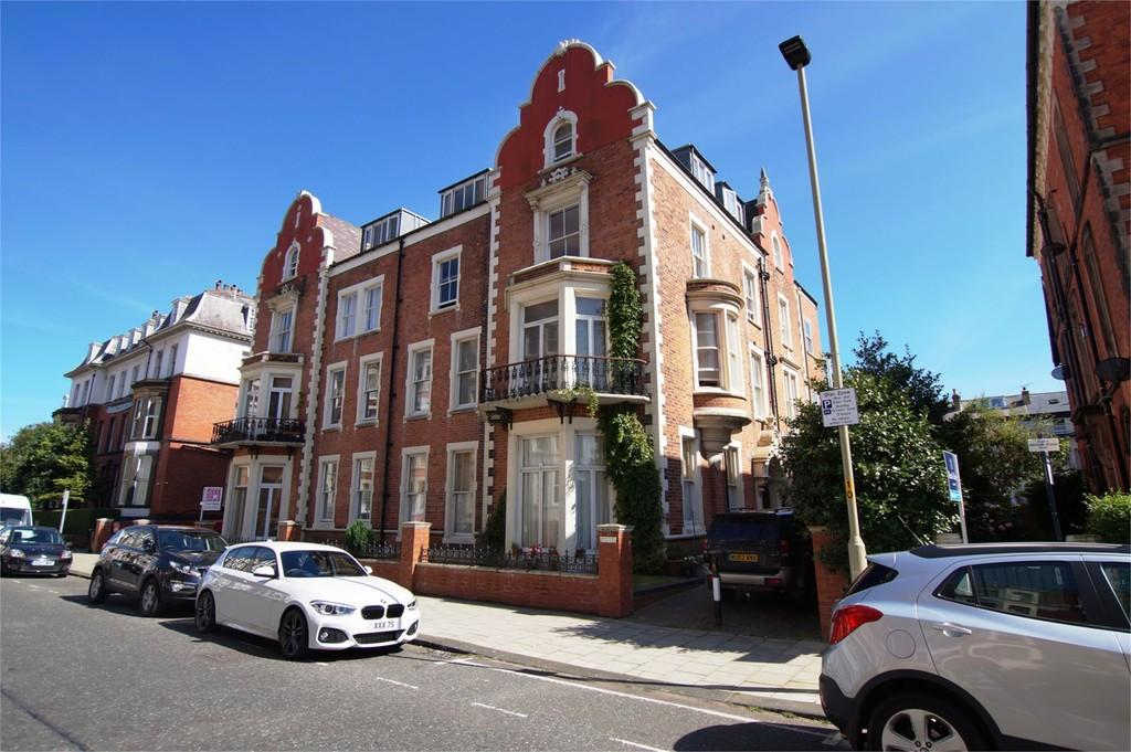 2 Bedrooms Flat for sale in Prince of Wales Terrace Scarborough